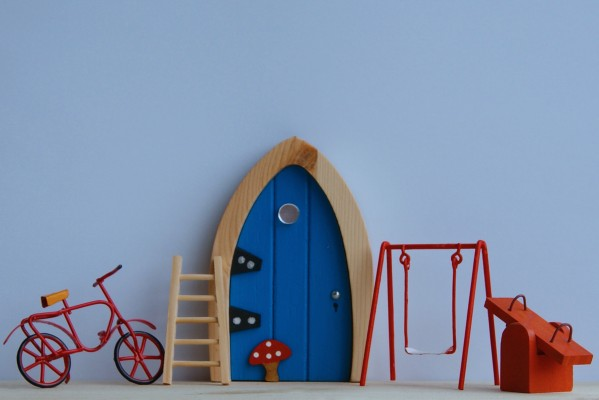 the Irish Fairy Door Company - Blue Arch Fairy Door playtime set